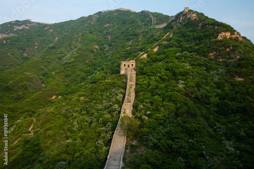 Plakat Prowadzić linie przy wielkim murem Chiny w lecie z kopii przestrzenią, Pekin