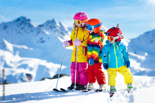 Deurstickers Wintersporten Ski and snow winter fun for kids. Children skiing.