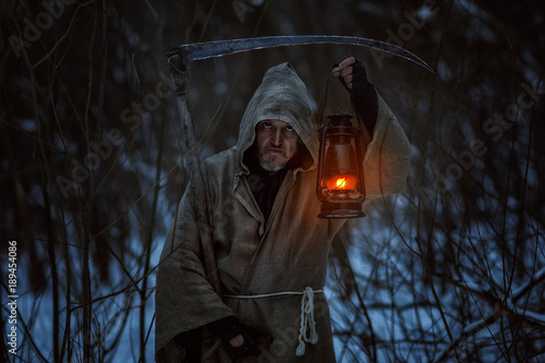 Photo  Old man with the scythe induces horror, this is a deadly sign.