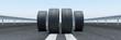 4 Reifen auf Straße als Konzept für Winterreifen