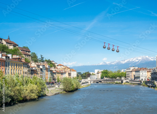 Foto  Grenoble-Bastille cable car, four bubbles on sling, transport to hill and fortre