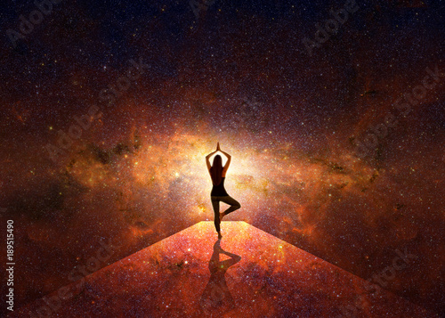 Foto auf Leinwand Violett rot Woman in yoga position in front of the starry universe