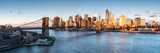 Fototapeta New York - East River mit Blick auf Manhattan und die Brooklyn Bridge, New York, USA
