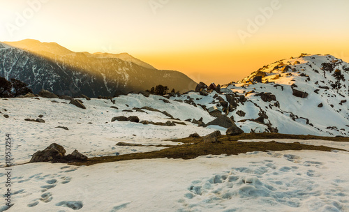 Foto op Aluminium Arctica Amazing & Beautiful sunrise at Triund hill top at Mcleodganj, Dharamsala, Himachal pradesh, India. One of the most beautiful trekking places in Dharamshala. Serene place for camping and star gazing