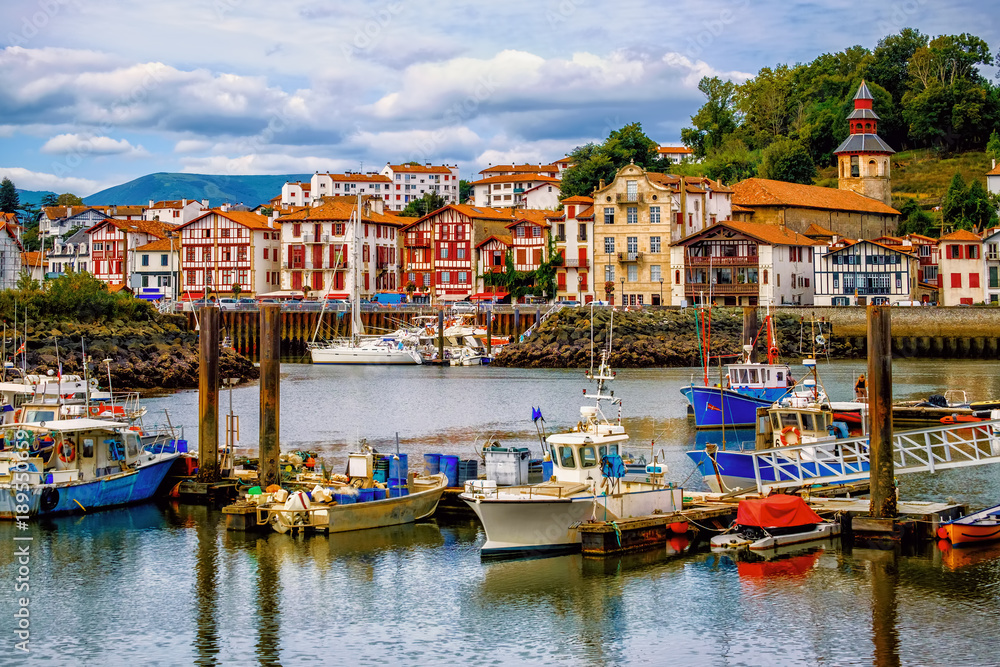 Fototapety, obrazy: Colorful basque houses in port of Saint-Jean-de-Luz, France