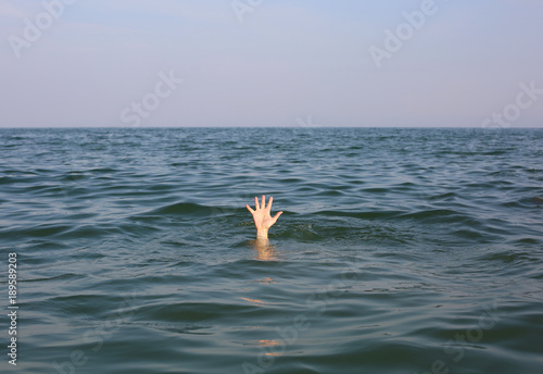 Fotografija hand of the person who is about to drown in the ocean
