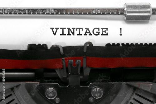 Foto op Aluminium Retro Text VINTAGE written by an old typewriter