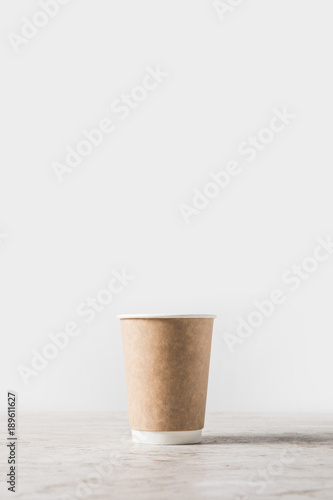 disposable coffee cup on marble table on white Fototapete