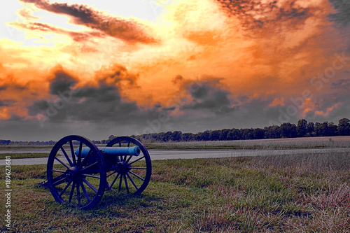 Fotografija Civil War Cannon and a firey sunset
