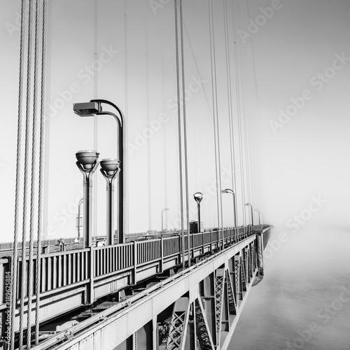 mgla-nad-golden-gate-bridge-san-francisco-czesc-slynnego-mostu-golden-gate