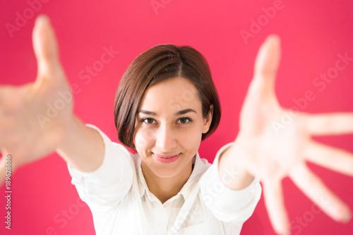 Fotografie, Obraz  手招きをする若い女性