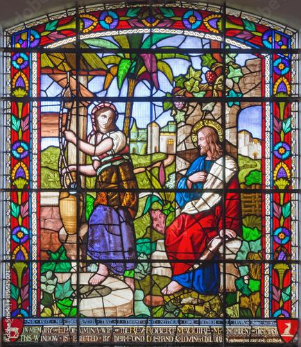 londyn-wielki-brytania-wrzesien-15-2017-jezus-i-samaritans-przy-scena-na