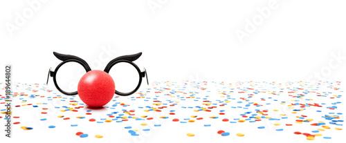 Clownbrille mit Konfetti