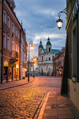 Obraz na Szkle Miasta Pauline church of St. Spirit and Freta street at night on the old town in Warsaw, Poland