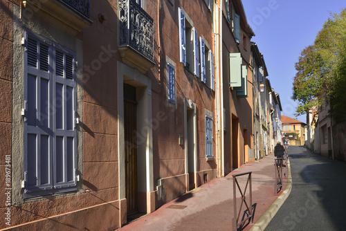 Papiers peints Cappuccino Ruelle rose du vieux Fréjus, Var