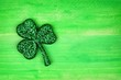 Leinwanddruck Bild - Single St Patricks Day glittery shamrock over a green wood background