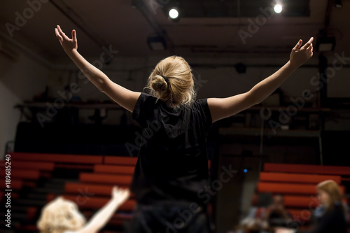 Photo actress rehearsing in theater