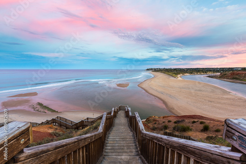 In de dag Lichtroze The wooden staircase leading down to the mouth of the Onkapringa river Port Noarlunga
