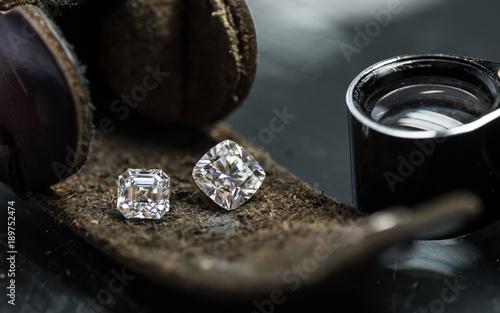 Obraz na płótnie Luxury diamonds on the leather