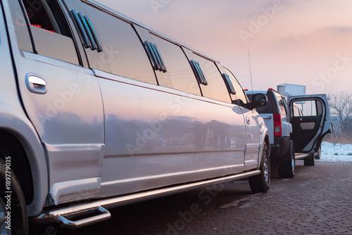 Valokuvatapetti white limousine