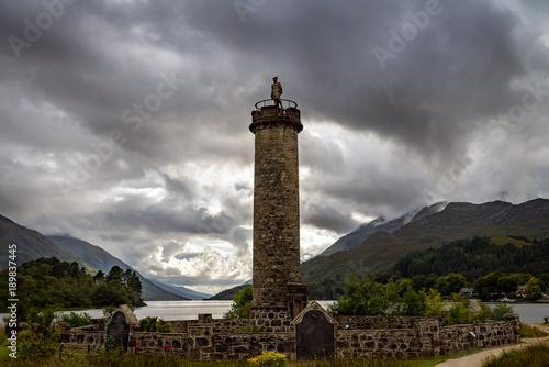 Plakat Pomnik Glenfinnan i jezioro Loch Shiel. Highlands Scotland Uk