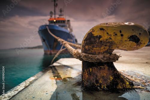 Cuadros en Lienzo Nave attraccata al molo