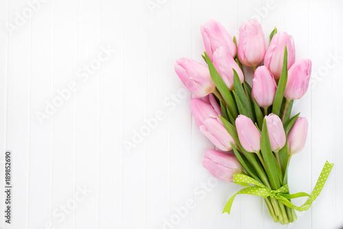 In de dag Tulp Fresh red tulip flowers bouquet on shelf in front of wooden wall.