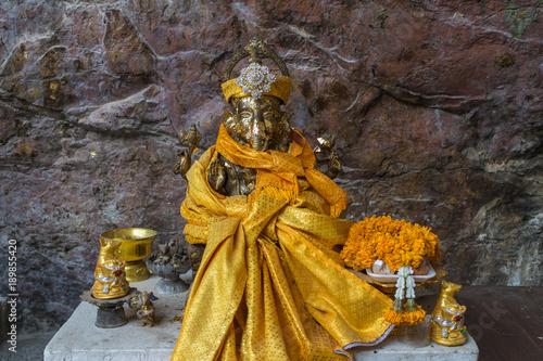 Photo  Hindu god statue name is ganesha