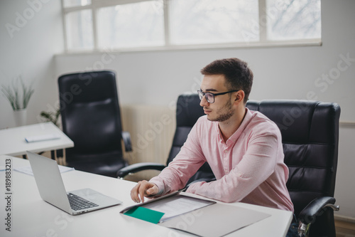Fototapety, obrazy: Young man in office