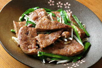 レバニラ炒め Stir-fried pork liver and garlic chives