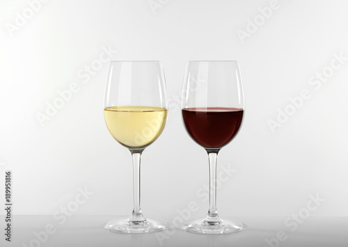 Cuadros en Lienzo Two glasses of wine on white background