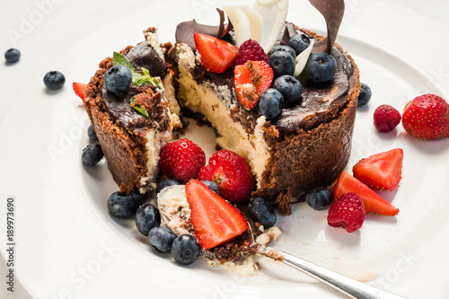 Poster Dessert dessert masterpiece sweet cake confectionery concept. chocolate tiramisu with berries. photo for restaurant menu.