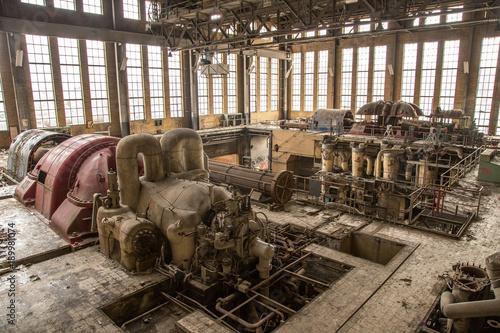 Papiers peints Les vieux bâtiments abandonnés The engine of the factory