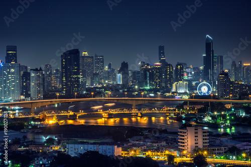 Canvastavla  Bangkok thailand cityscape at night many tower near river