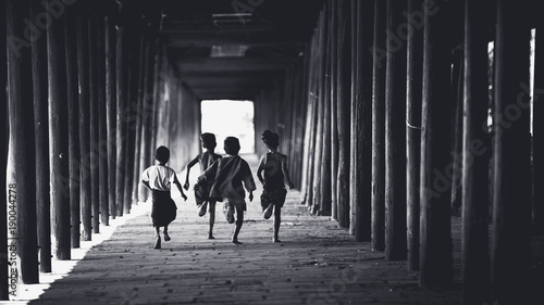 Foto  Children runing in the old temple, Salay Bagan Myanmar