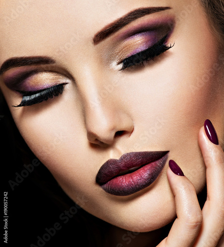 Spoed Foto op Canvas Beauty Portrait of gorgeous girl with vinous lips