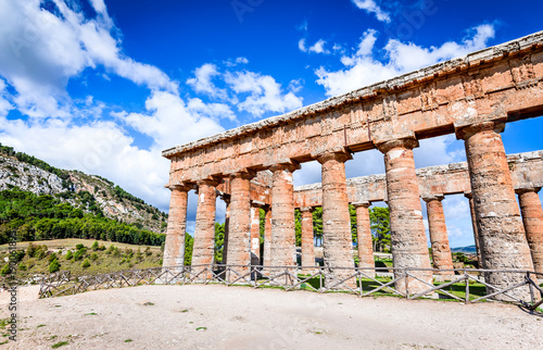 Fotografie, Obraz  Segesta temple, Sicily, Italy