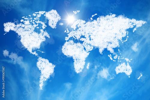 Tuinposter Wereldkaart Himmel mit Weltkarte aus Wolken ||World Map out of Clouds