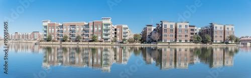 Fotografia Riverside apartment building complex reflection blue sky