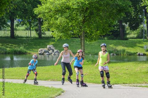 mit den Kids beim Skaten im Stadtpark