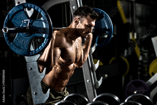 Fotografía  bodybuilder in gym