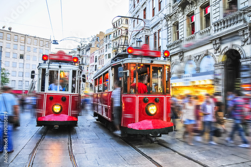 Photo  Old red trams on stiklal Avenue, Istanbul, Turkey