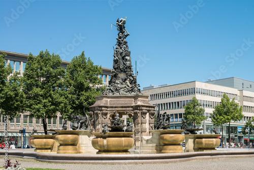 Fotografija  Paradeplatz mit Grupello-Pyramide in Mannheim