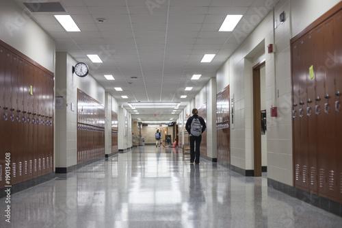 Foto  College-Flur mit Schließfächern