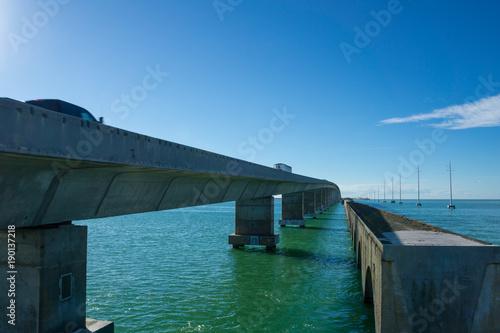 Zdjęcie XXL USA, Floryda, gigantyczny betonowy most przez ocean zwany za granicą autostrady