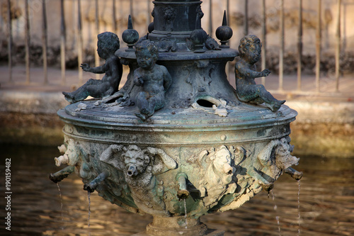 Valokuva Königspalast Real Alcazar - Hermes Brunnen im  Merkur Teich