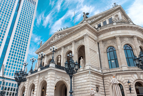 Papiers peints Opera, Theatre The Alte Oper, Frankfurt am Main city opera house in Germany on bright summer day