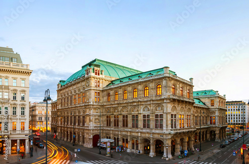 Poster de jardin Opera, Theatre View of State Opera in Vienna, Austria during the evening