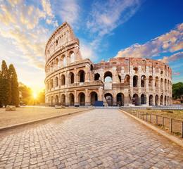 Koloseum lub amfiteatr flawiuński (Amphitheatrum Flavium lub Colosseo), Rzym, Włochy.