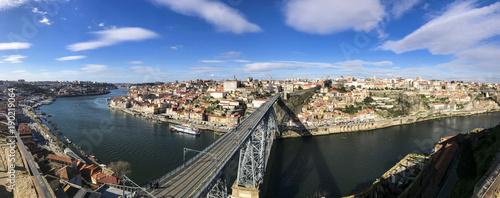 Plakat Żelazna rzeka w mieście Porto